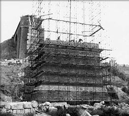 Reconstruction des piles du Viaduc de chemin de fer à Thouars (ligne Paris-Bordeaux) - 1945-1946 © Conservatoire de la Résistance et de la Déportation des Deux-Sèvres