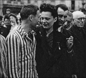 Poitiers place d'Armes, mai 1945, le retour des déportés © Archives privées V. Favreau