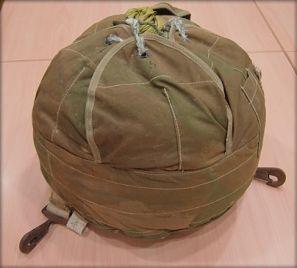Un petit parachute pour un saut dans l'histoire... © CRRL