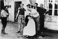 Tonte dune femme soupçonnée de collaboration dans les Deux-Sèvres - fin 1944 © Conservatoire de la Résistance et de la Déportation des Deux-Sèvres et des régions limitrophes